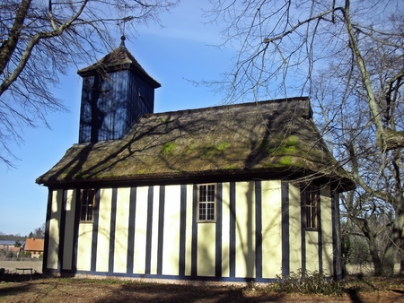 colonisation: Chiesa in campagna