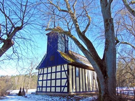 colonisation: Chiesa nella foresta