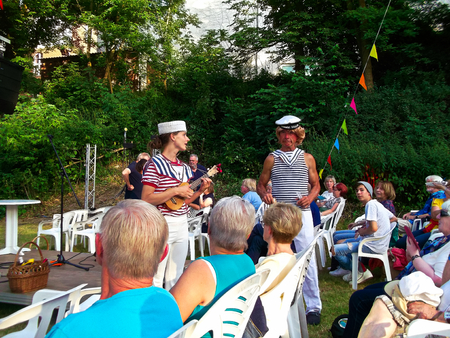 Templin, Brandenburg district Uckermark / Germany - July 20, 2019: 16th water games on the floating stage of Templin 스톡 콘텐츠 - 129999245