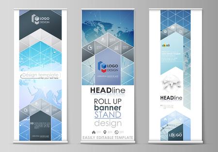 L'illustration vectorielle minimaliste de la disposition modifiable des supports de bannières enroulables, des dépliants verticaux, des modèles d'affaires de conception de drapeaux. Carte du monde sur bleu, conception de technologie géométrique, texture polygonale.