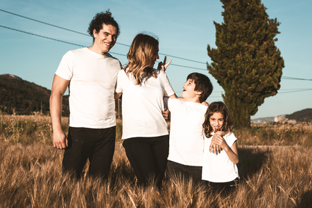Portrait of a happy and fun family in the countryside. Concept of love family Zdjęcie Seryjne - 124997161