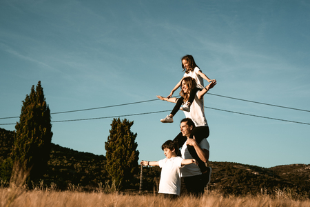Happy and fun family in nature. Family in the countryside with arms open Archivio Fotografico - 124997164