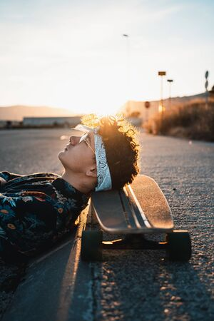 Young Man Longboarding in the Street. Guy skateboard Archivio Fotografico