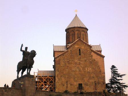 tbilisi: Statua del re Vakhtang e Metekhi chiesa a Tbilisi