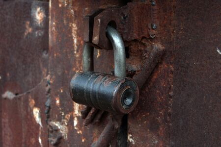 close up large metal rusted garage doors locked. 스톡 콘텐츠