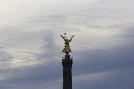 sculp: sky air blue above welkin heaven cloud cloudlet statue imagen bronze sculpture carving sculp column pillar Victoria Berlin