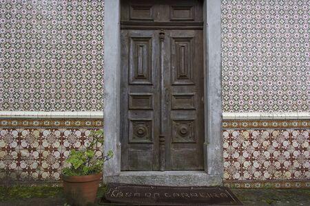encaustic: door, port, gate, tile, brick, encaustic tile, dalle, quarry, wood, timber,