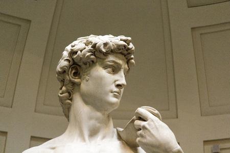 David, berühmte Skulptur von Michelangelo im Museum, Florenz Standard-Bild - 86072436