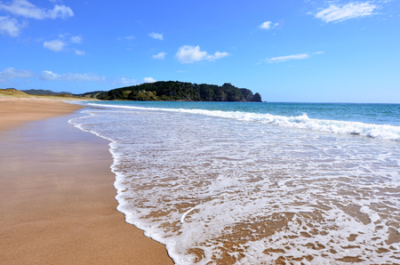 the east coast: Landscape view of Hot Water beach in Mercury Bay on the east coast of the Coromandel Peninsula, New Zealand Stock Photo