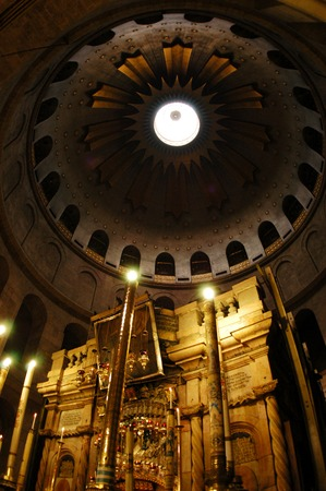 sepulchre: Sepulchre of Jesus Christ in the church of the holy sepulchre, Jerusalem, Israel.