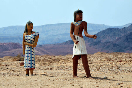 seldom: Figure of ancient Egyptian man and woman at the entrance to Timna National park, Israel. Stock Photo