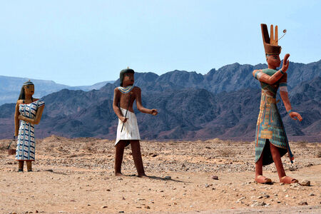 seldom: Figures of ancient Egyptian people at the entrance to Timna National park, Israel. Stock Photo