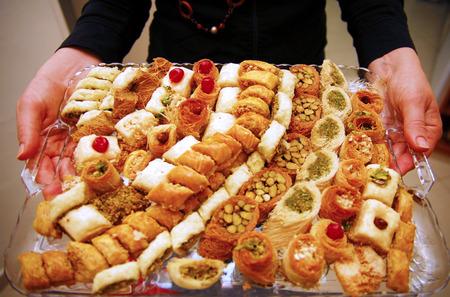 santa cena: Celebrando la fiesta tradicional de los jud�os del norte de �frica Mimouna celebr� el d�a despu�s de la fiesta jud�a de la Pascua. Marca el comienzo de la primavera y el retorno a comer jametz, es decir, pan con levadura y pan subproductos, que est�n prohibidas througho
