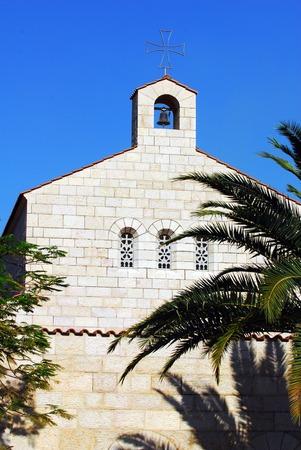 multiplicacion: Iglesia de la Multiplicación de un sitio cristiano en Tabgha en la orilla del Mar de Galilea Foto de archivo