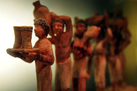 Oude en archeologische kunstwerken in de Israel Beer Breweries (IBBL ontstond vanuit) museum in Ashkelon, Israël.