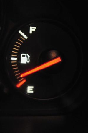 Auto-Kraftstoffanzeige für Benzin - leer Standard-Bild - 37027742