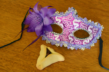hamantash: Hamantaschen cookie and Purim jewish holiday carnival mask. Holiday concept. copy space