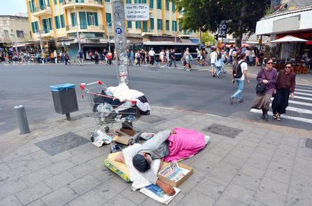 beggary: TEL AVIV, ISR - MAR 27 2015:Homeless sleep in the street in Tel Aviv, Israel.About 3,000 homeless people known to the welfare authorities live in Israel today.