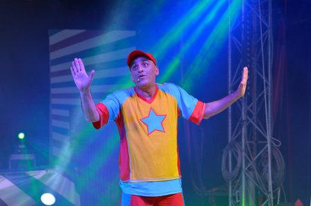 entertainer: TEL AVIV, ISR - APR 01 2015:Yuval shem tov during his show as Yuval Hamebulbal character.He is a very famous Israeli childrens entertainer .