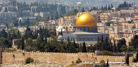 temple mount: Urban landscape view of Jerusalem and The Dome of the Rock on the Temple Mount from Mount Scopus in Jerusalem, Israel
