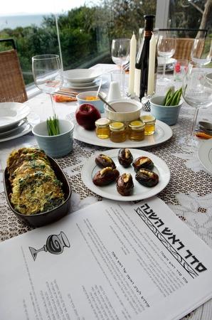 rosh hashanah: The Jewish holiday Rosh Hashanah Eve Meal. Stock Photo