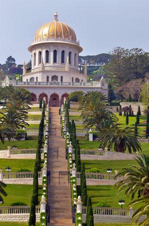 bahaullah: HAIFA, ISR - MAR 21 2015:Shrine of the Bab and lower terraces at the Bahai World Center in Haifa, Israel.World Christian Encyclopedia estimated 7 million Bahais in the world in 2010 in 218 countries