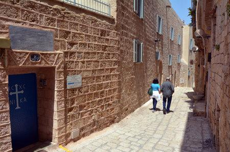 yaffo: TEL AVIV, ISR - 24 de marzo 2015: Visitantes en el antiguo puerto de Jaffa, en Tel Aviv Jaffa, antigua ciudad portuaria de Israel.It en Israel famosa por su belleza y la historia antigua. Editorial