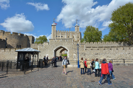 hamlets: LONDON - MAY 13 2015:Visitors at The Tower of London in City of London, UK.It has been a tourist attraction since Elizabethan times and the Crown Jewels have been on display since the late 17th century. Editorial
