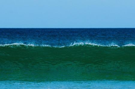 granola: Rotura grande de la onda en el oc�ano.