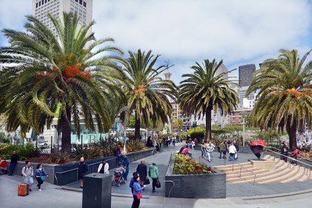dewey: SAN FRANCISCO - MAY 15 2015:Visitors at San Francisco Union Square.Its a major tourist attraction gathering place in downtown San Francisco  one of the worlds premier shopping districts