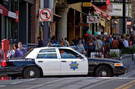 SAN FRANCISCO - MAY 17 2015:Modern SFPD cruiser in Powell St. San Francisco.San Francisco Police Department serves an estimated population of 1.2Êmillion 新闻类图片