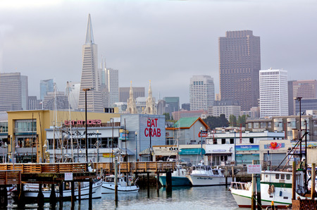 pecheur: SAN FRANCISCO - MAY 17 2015: Fisherman Wharf with San Francisco skyline. Fisherman Wharf is a very popular tourist attraction in San Francisco, California.
