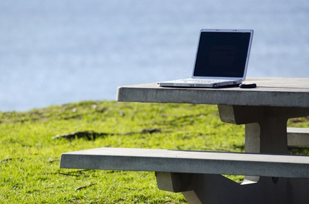 d�livrance: Concept photo of a laptop on a table of an outdoor office. Banque d'images