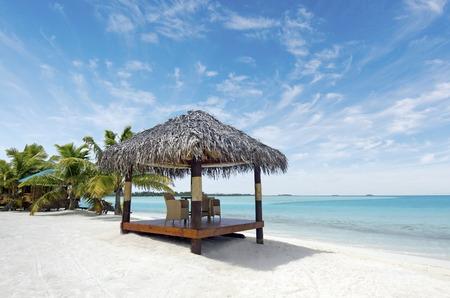 Beach bungalows on Aitutaki Lagoon Cook Islands Reklamní fotografie