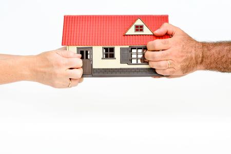 divorce: Pareja pelea por una house.Concept de vidas rompiendo Foto de archivo