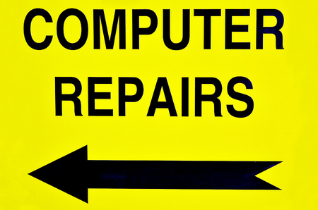 malfunzione: Computer repairs road sign with direction arrow.  Concept photo of computer repairs, business, problem,advice,maintenance and malfunction.