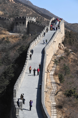 jinshaling: Chinese and foreign visitors are walking on the Great Wall of China.
