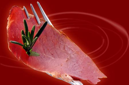 carnes y verduras: Preparado comida en una mesa en un restaurante.