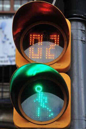 semaforo peatonal: Sem�foros peatonales en M�xico, en la Ciudad de M�xico, M�xico Foto de archivo