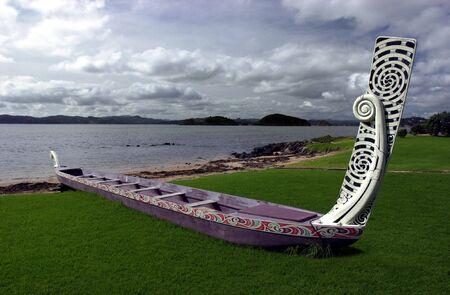 베이 오브 아일랜드, 뉴질랜드의 전통적인 뉴질랜드 마 오리 와카 보트.