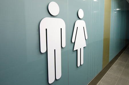 simbolo uomo donna: Uomini e donne segni toilette. Archivio Fotografico
