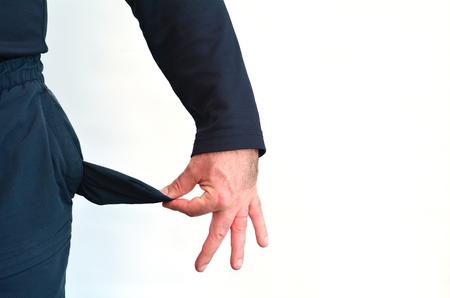 money in the pocket: bolsillo vacío de un hombre sin dinero en blanco foto background.Concept del desempleo, el bienestar, la deuda, la depresión, la desesperación,