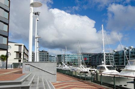 oficina antigua: AUCKLAND - 26 DE MAYO: Auckland viaducto Basin Harbor el 26 de mayo un antiguo puerto comercial de 2013.It se convirtió en una promoción de pisos en su mayoría de lujo, oficinas y restaurantes. Editorial