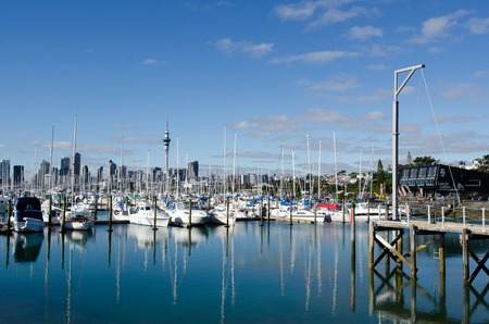 cuccette: AUCKLAND, NZ - JUNE 02:Boats mooring in Westhaven Marina on June 02 2013.Its the largest yacht marina in the Southern Hemisphere.The marina has nearly two thousand berths and swing moorings, and tends to be continually booked. Editoriali