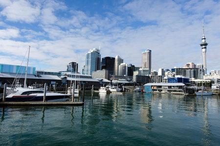 oficina antigua: AUCKLAND - 02 de junio: Auckland Viaduct Basin Harbor el 02 de junio un antiguo puerto comercial de 2013.It se convirti� en una promoci�n de apartamentos en su mayor�a de lujo, oficinas y restaurantes. Editorial