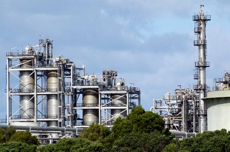 Whangarei, NZ - 28 juli: Marsden Point Raffinaderij van de olie op 28 juli 2013.It produceert 70 procent van de geraffineerde olie behoeften van Nieuw-Zeeland, en de rest wordt geïmporteerd uit Singapore, Australië en Zuid-Korea