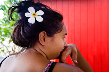 islanders: RAROTONGA - SEP 21:Tahitian Gardenia on Cook Islanders woman hair on Sep 21 2013.It is the national flower of French Polynesia and the Cook Islands. Editorial