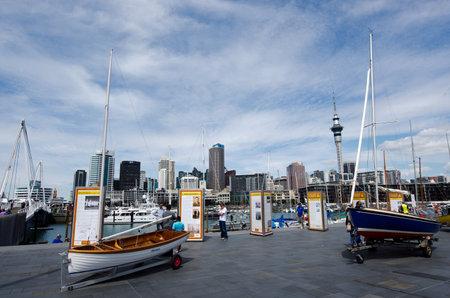 oficina antigua: AUCKLAND - DIC 06: Yates de amarre en puerto de Auckland cuenca del viaducto el oct 06 En un antiguo puerto comercial de 2013.It se convirtió en una promoción de pisos en su mayoría de lujo, oficinas y restaurantes.