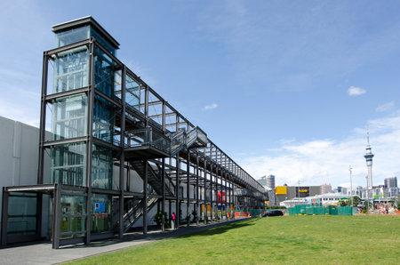 oficina antigua: AUCKLAND - DIC 06: Vista general de Auckland Cuenca del puerto del viaducto sobre un antiguo puerto comercial Oct 06 de 2013.It se convirti� en una promoci�n de apartamentos de lujo, oficinas y restaurantes.