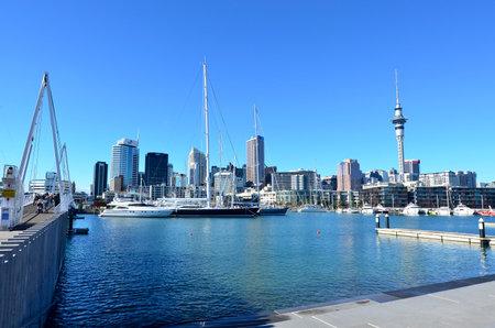 oficina antigua: AUCKLAND - 01 de junio 2014: un antiguo puerto comercial de Auckland Viaduct Harbor Basin.It convirti� en una promoci�n de apartamentos en su mayor�a de lujo, oficinas y restaurantes.